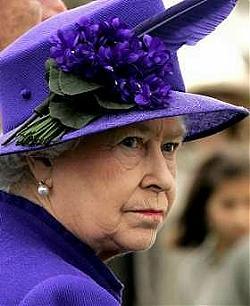 Scandalo nella casa reale inglese la cugina delle sorelle for Quanto costa la corona della regina elisabetta