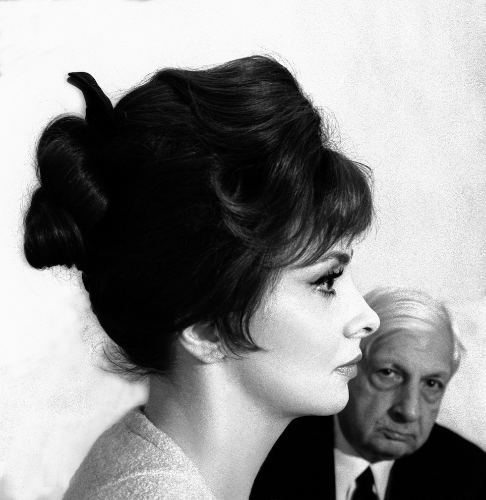 Gina Lollogrigida e Giorgio De Chirico, Roma, 1961 foto Paolo Di Paolo © Archivio Paolo Di Paolo (courtesy Collezione Fotografia MAXXI)