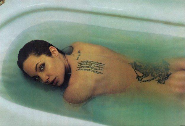tatuaggi-angelina-jolie 1