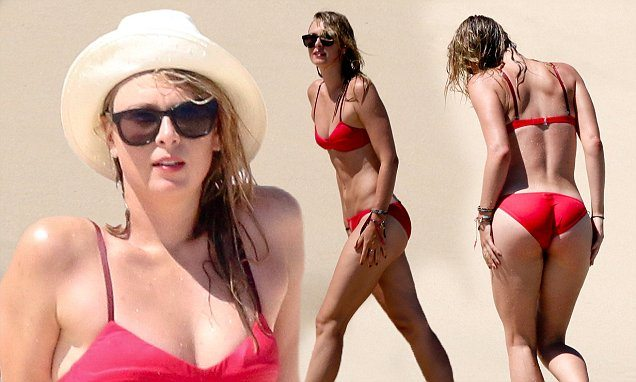 *NO NY PAPERS* *NO WEB UNTIL 4pm EST on March 28, 2016*Maria Sharapova and Chelsea Handler soak up the sun on the beaches of Mexico  Pictured: Sharapova Ref: SPL1252993  280316    Picture by: Splash  Splash News and Pictures Los Angeles:	310-821-2666 New York:	212-619-2666 London:	870-934-2666 photodesk@splashnews.com