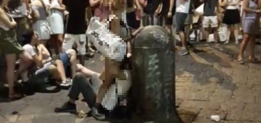 2511059_1344_sesso_orale_in_piazza_san_domenico_a_napoli_il_video_finisce_su_whatsapp