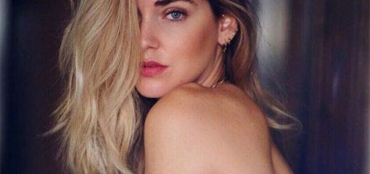 Chiara-Ferragni-in-topless-davanti-allo-specchio-la-foto-Instagram