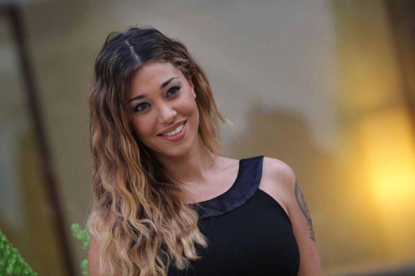 Belen-Rodriguez-incinta-sorride
