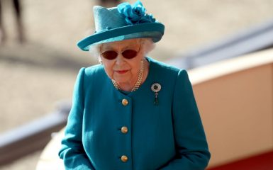 Regina Elisabetta cerca un social media manager: «Ottimo stipendio»