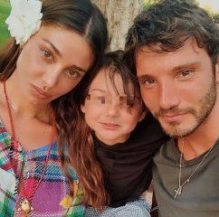 Belen Rodriguez mamma, il tenero messaggio di Stefano De Martino con Santiago