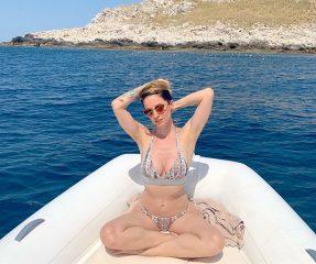 Andrea Delogu supersexy a Isola delle Femmine, i follower: «Metti la crema»