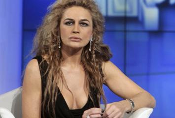 Maturità, Lory Del Santo hot: «Il mio esame? Tacco 12 e senza intimo. Presi il massimo dei voti»