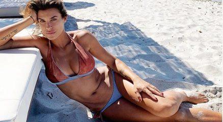 Elisabetta Canalis lascia la California, vacanze in Italia col marito e la figlia Skyler Eva