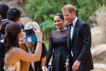 """Meghan Markle alla prima de """"Il Re Leone"""": l'abito castigato davanti alla 'regina' Beyoncè"""