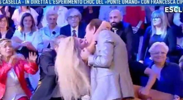 francesca cipriani bacio domenica live_14151123