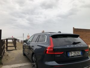 Volvo V60 faro nuvolo