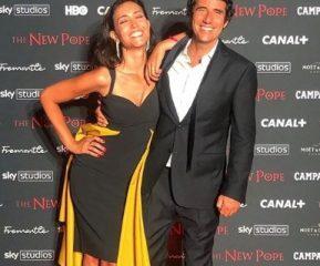 Caterina Balivo, la foto romantica con il marito Guido Brera. Ma i fan notano un particolare: «È orribile»