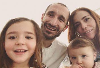 Chiellini il Capitano: moglie, figlie e due lauree perchè...