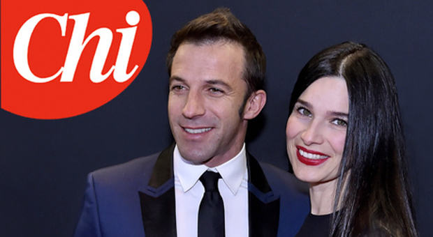Italian former football player Alessandro Del Piero (R) and his wife Sonia Amoruso pose during the red carpet ceremony ahead of the 2014 FIFA Ballon d'Or award ceremony at the Kongresshaus in Zurich on January 12, 2015. AFP PHOTO / MICHAEL BUHOLZER (Photo credit should read MICHAEL BUHOLZER/AFP/Getty Images)