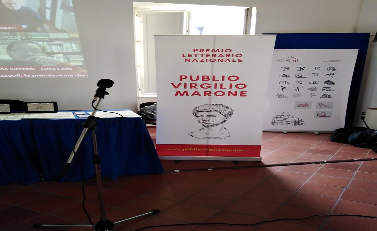 Sabato 16 ottobre a Pozzuoli, nella sala consiliare di Palazzo Migliaresi, si è svolta la serata finale della seconda edizione del Premio Letterario Nazionale PUBLIO VIRGILIO MARONE.