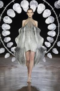 Iris van Herpen alla Arab Fashion Week