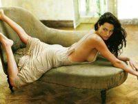 Angelina-Jolie-nude-topless