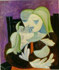 L'abbraccio di una madre