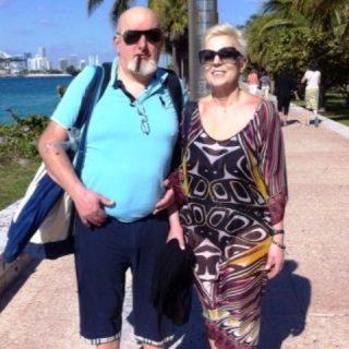 Il padre dell'ex premier e la moglie Laura Bovoli, riferiscono indiscrezioni di stampa, sono indagati dalla procura di Firenze per l'emissione di fatture per operazioni inesistenti.