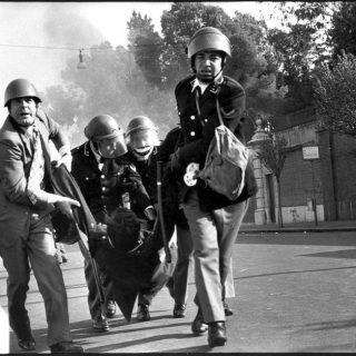"""Nel pomeriggio del 21 aprile 1977, nei pressi della città universitaria, alcuni giovani appartenenti all'area della """"Autonomia"""" aggredirono le forze di Polizia che, al mattino, avevano realizzato lo sgombero della Università di Roma da essi occupata. Settimio Passamonti raggiunto da due colpi di pistola cadde ucciso. L'agente Antonio Merenda, altri due agenti e un carabiniere furono feriti, ma si salvarono."""
