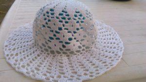 cappello in cotone bianco