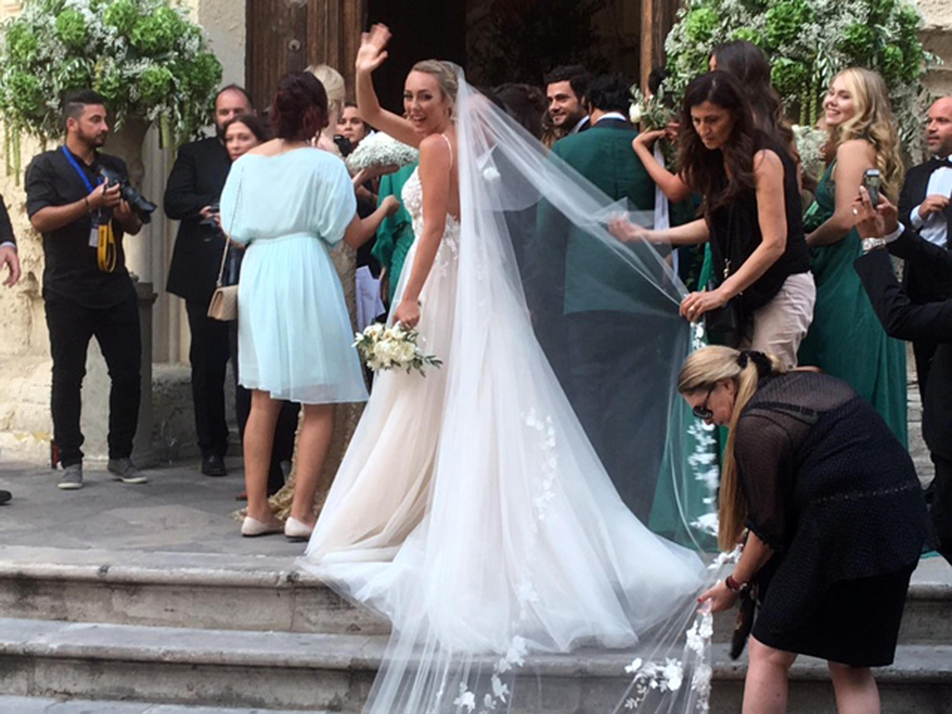 L'arrivo della sposa, Cristel Carrisi, figlia di Al Bano e Romina nella chiesa di San Matteo a Lecce, 3 Agosto 2016. Lo sposo, imprenditore cileno- croato, Davor Luksic attende all'interno. ANSA/ STEFANIA CONGEDO
