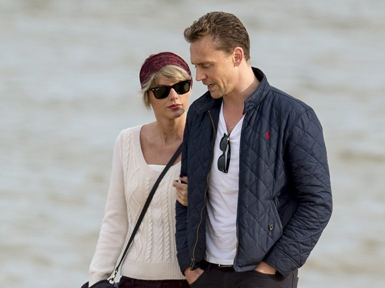 a5fd6_taylor-swift-tom-hiddleston-spiaggia