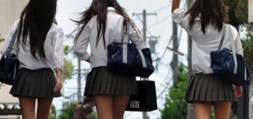 3601498_1201_ragazza_giapponese_si_fa_toccare_il_seno