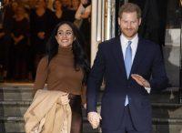 Meghan Markle e l'ascella 'sudata': la moglie di Harry tradita dal colore del maglioncino