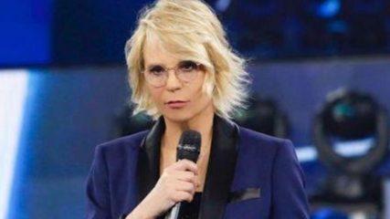 C'è Posta Per Te, Maria De Filippi sbotta dopo la chiusura della busta: «Faccio fatica a stare zitta»