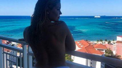 Costanza Caracciolo, topless dalle Bahamas