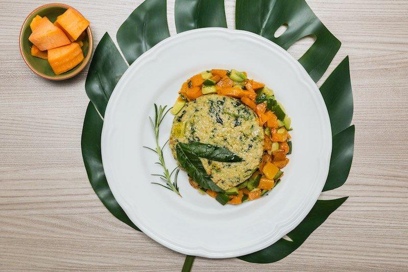 burger_di_quinoa_e_spinaci_con_zucca_e_zucchine