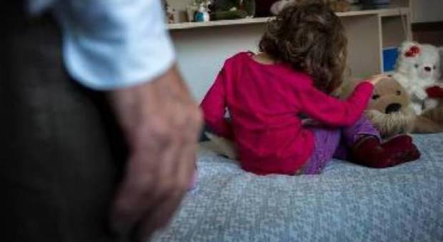Lecce, sesso con la figlioletta di tre anni: a giudizio il papà orco