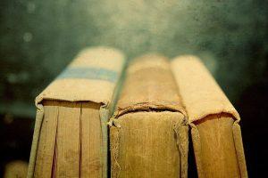 Vintage-Book-reading-17437789-1024-683