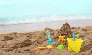 spiaggia-con-giochi-per-bambini-shutterstock-744x445