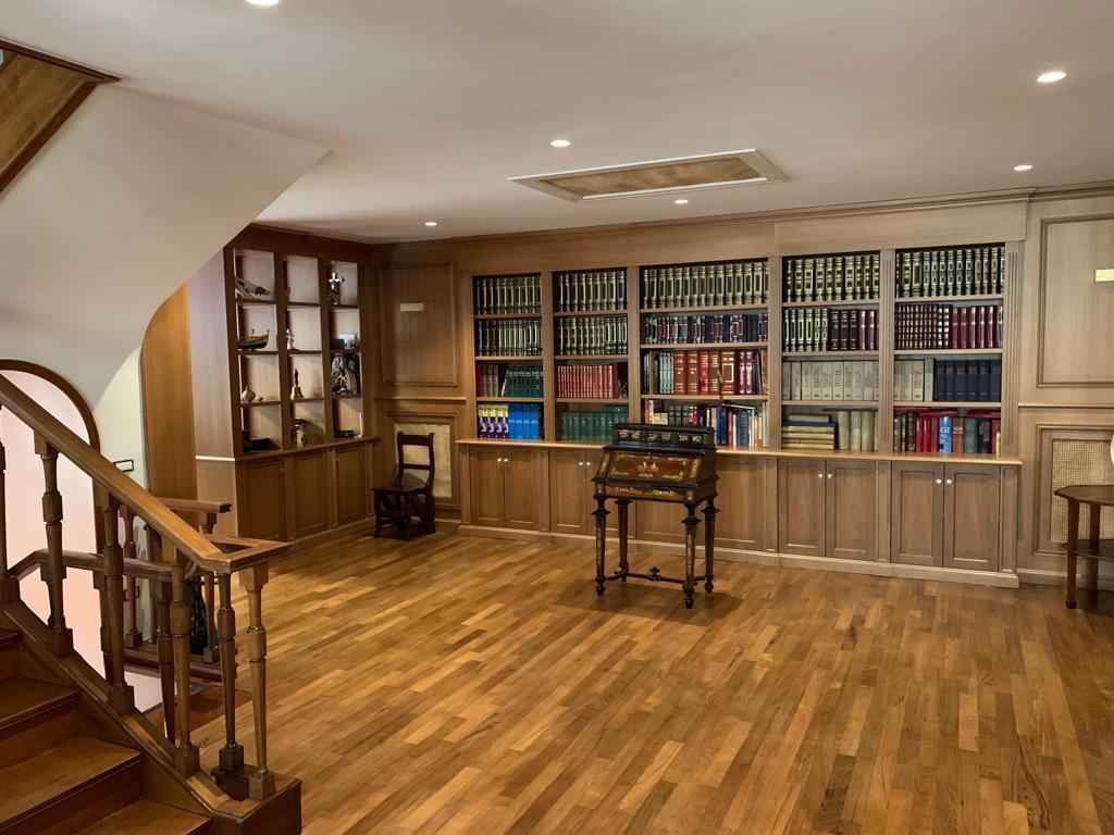 biblioteca artigianale per salone