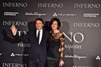 Il premier Matteo Renzi con la moglie Agnese partecipa alla prima mondiale del film Inferno 8 ottobre 2016 ANSA/MAURIZIO DEGL INNOCENTI