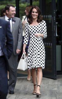 Kate madrina di Wimbledon abito a poi e sandali con tacco alto_03182851