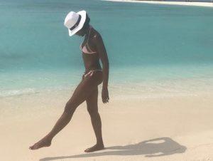 Naomi Campbell, la foto delle sue gambe conquista i fan: boom di like
