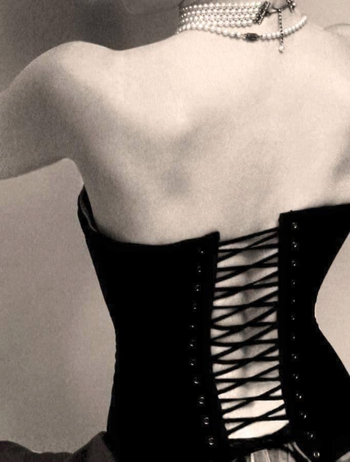 L'Eros elegante è con Maria Lo Monaco.