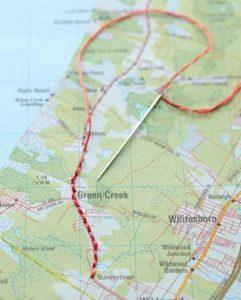 come-scrivere-un-diario-di-viaggio-cartina-geografica-cucire-filo-rosso-ago-itinerario-incollare-idea-originale