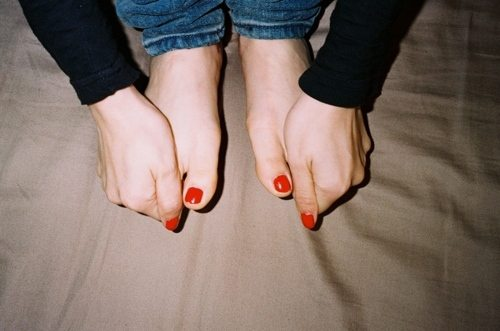 fashion-feet-girl-hands-nailpolish-Favim.com-118632