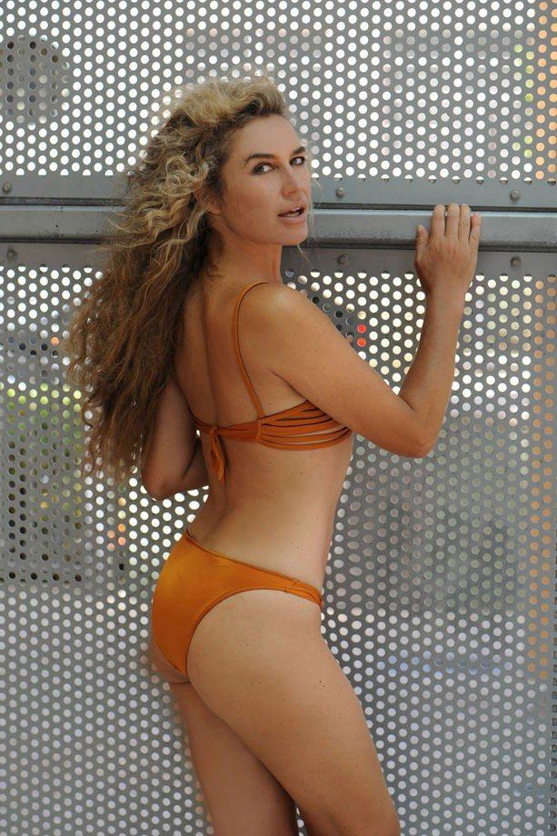 lory-del-santo-in-bikini