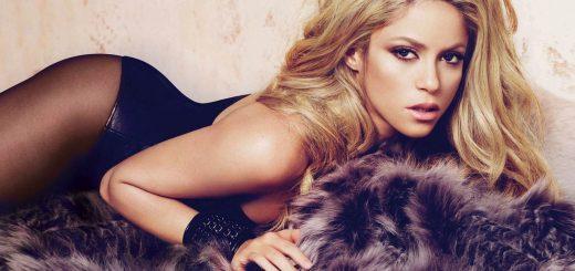 Shakira-fur-hose-blonde-bracelet