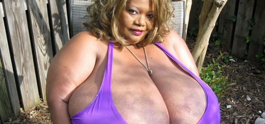 largest-breasts (1)
