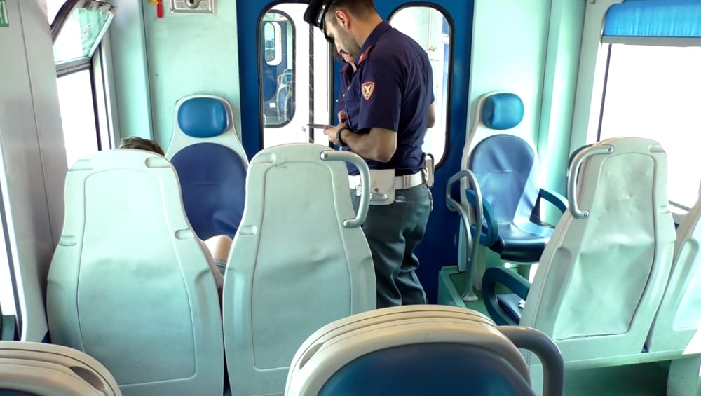 polizia treno-2