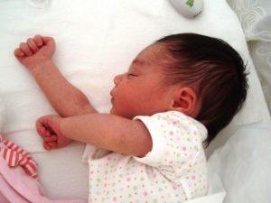 Napoli, mette neonato in un sacchetto per gettarlo via: arrestata la madre