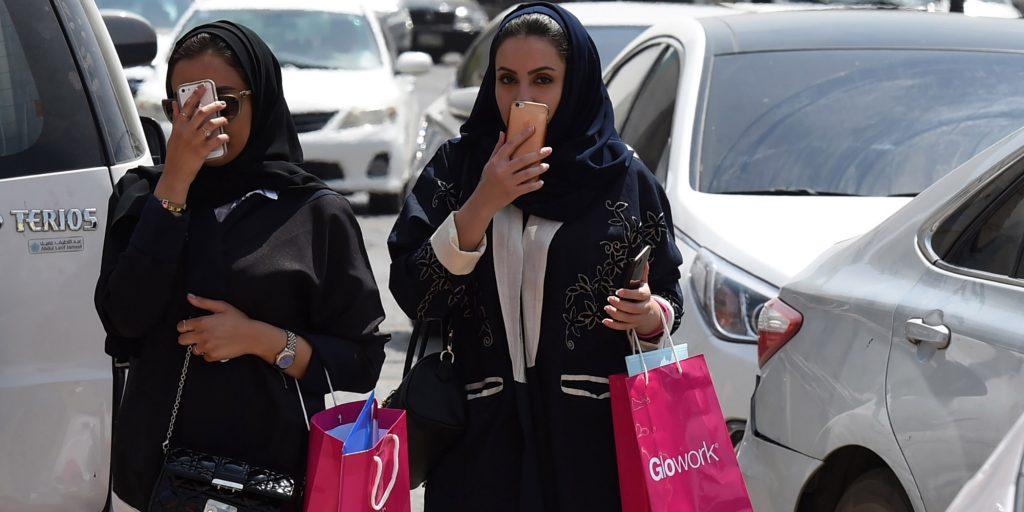 .- Il Regno Saudita torna a riaprire i Cinema ma con posti separati per le donne