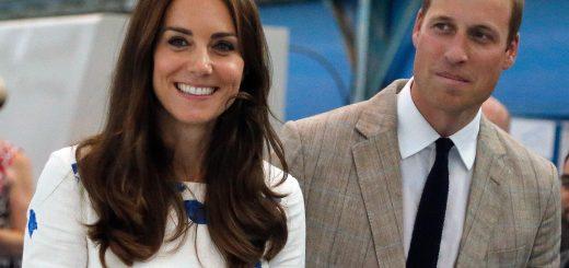 (KIKA) - LUTON - Dopo quasi un mese d'assenza dalla scena pubblica, Kate Middleton è tornata ai suoi doveri istituzionali accompagnata dal marito William, durante un evento nelBedfordshire. Particolarmente bella e rilassata dopo le vacanze in Francia con la famiglia, la Duchessa di Cambridge ha sfoggiato un abito bianco con stampe floreali azzurre disegnato da LK Bennett, dal costo di 245 sterline.Sempre impeccabile in fatto di stile, la mamma di Charlotte e Georgeavrebbe problemi con il suocero Carlo, almeno secondo quanto riportato dal sito Parentherald, proprio a causa deitroppi impegni istituzionali che il principe William e la moglie devono affrontare, rischiando di trascurare i loro bambini.