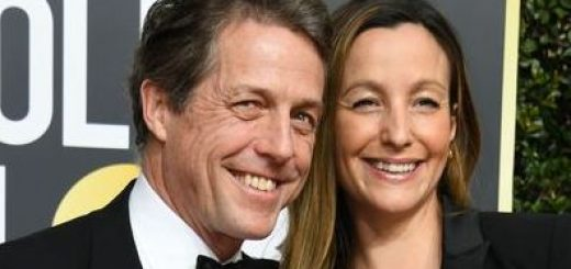Actor Hugh Grant (L) and Anna Eberstein arrive for the 75th Golden Globe Awards on January 7, 2018, in Beverly Hills, California. / AFP PHOTO / VALERIE MACON